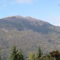 Blegoš je zelo obiskan vrh v bližini,pnajvišji vrh v
